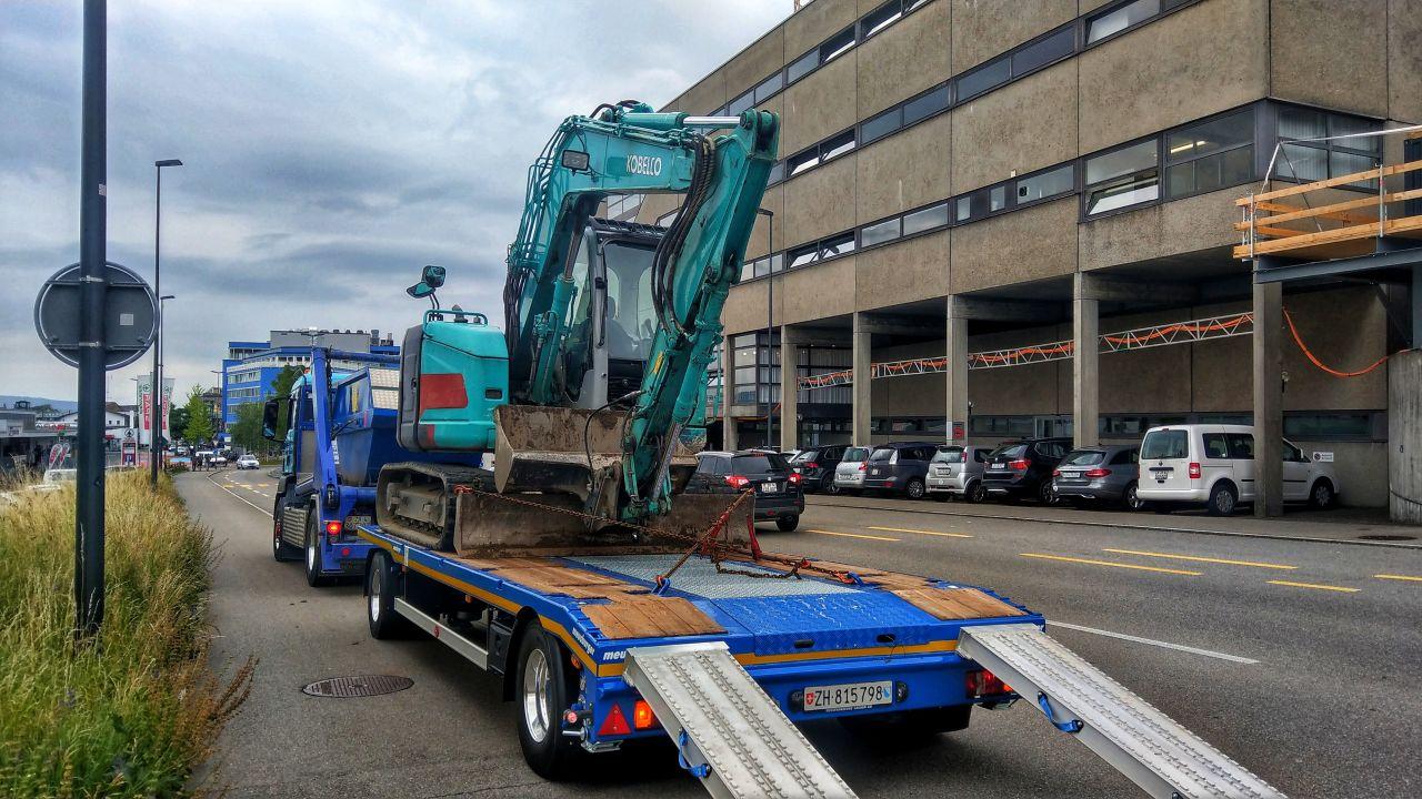 2-Achs-Muldenfahrzeug mit 2-Achs-Multifunktionsanhänger Urs Huber Transport AG 2