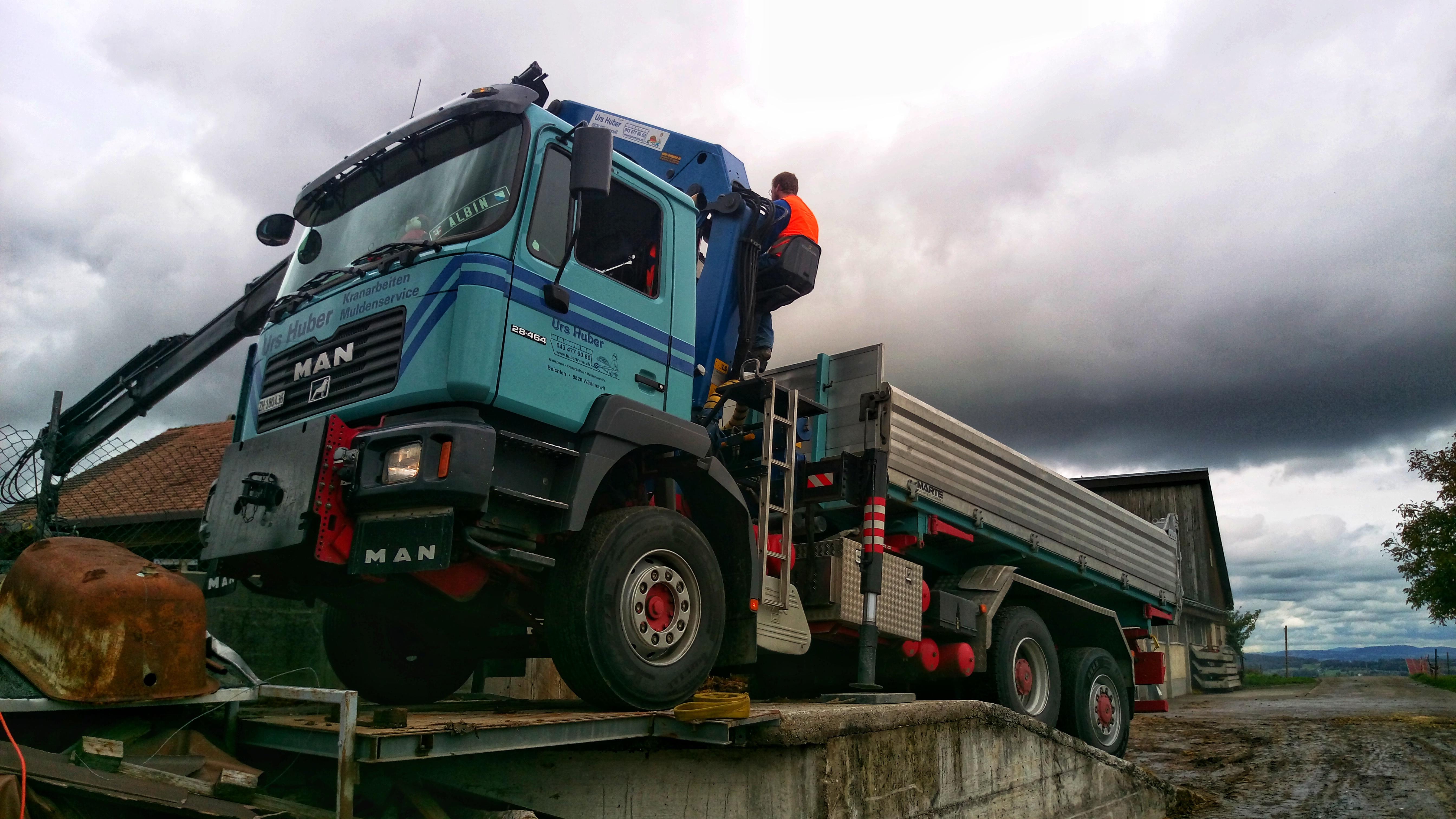 3-Achs-Kranwagen_17m_Urs_Huber_Transport[1]